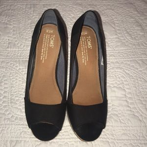 TOMS black wedges size 7.5